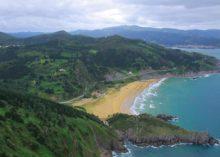 Playa de Laga  ( 10 km )
